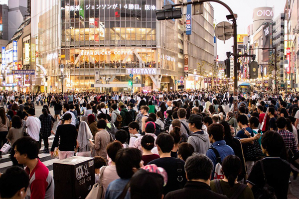crowded shibuya living in japan